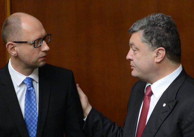 Arseni Iatseniouk (à gauche) et Piotr Porochenko. Archive photo