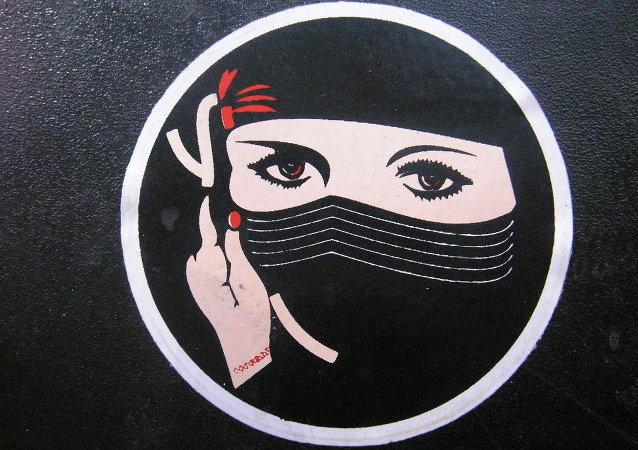 Image d'une femme portant le niqab