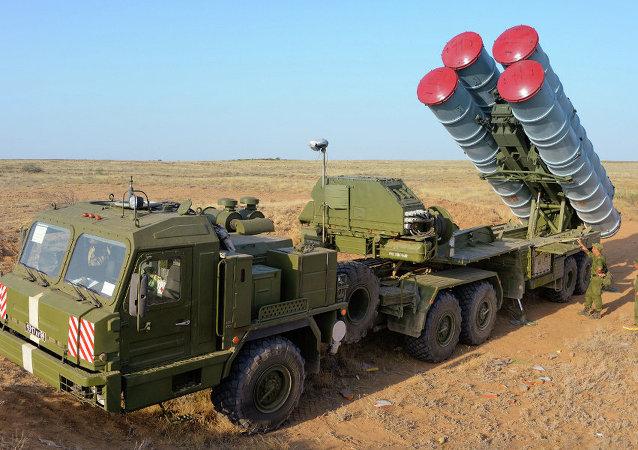 Système de défense antiaérienne et antimissile S-400 Triumph