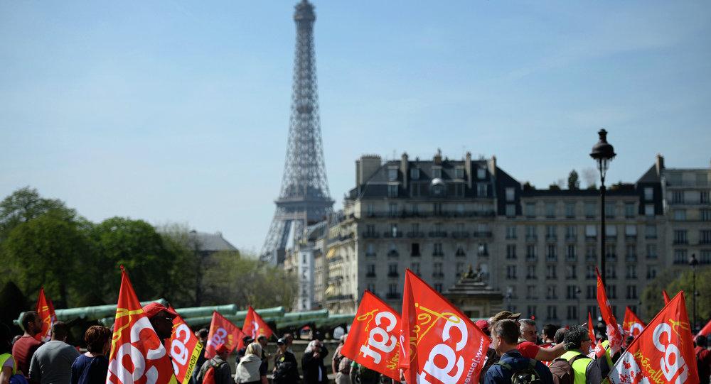 Mobilisation pour dire non à l'austérité à Paris