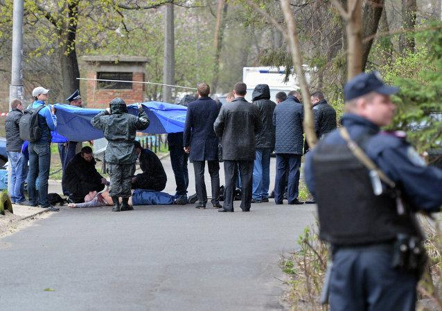 Sur les lieux du meurtre d'Oles Bouzina