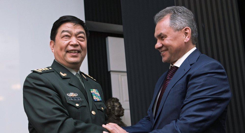 Ministre chinois de la Défense Chang Wanquan et ministre russe de la Défense Sergueï Choïgou