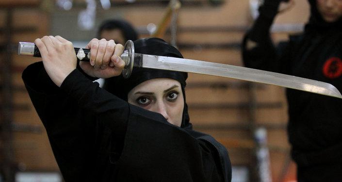 Femme iranienne ninjutsu