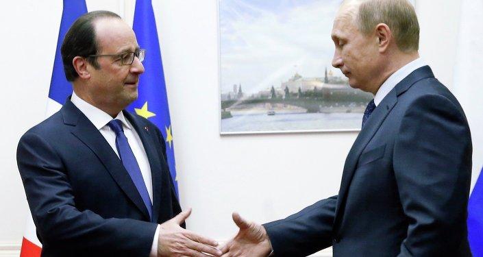 Le président russe Vladimir Poutine et son homologue français François Hollande (Archives)