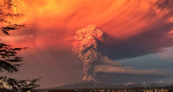 Eruption impressionnante du volcan Calbuco