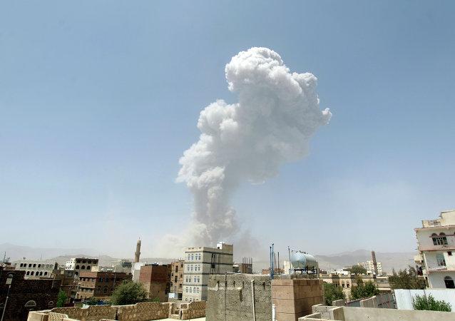 Après un raid aérien à Sanaa