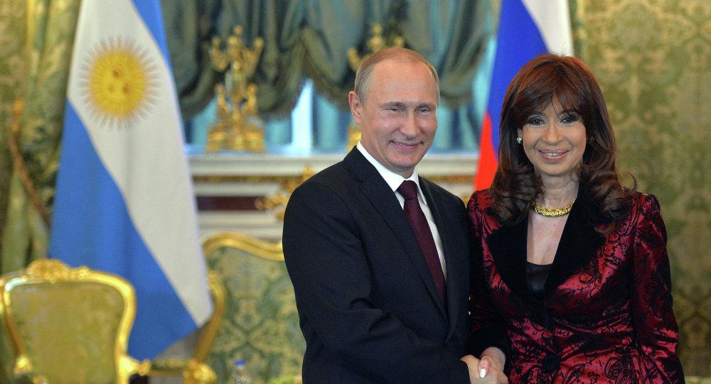 La présidente argentine Cristina Fernández de Kirchner et le président russe Vladimir Poutine