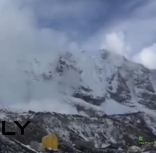 Népal: une avalanche épargne un camp d'alpinistes