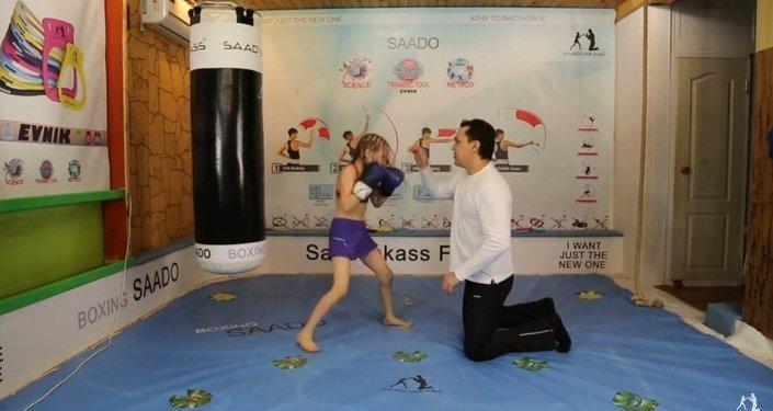 Kazakhstan: une fillette douée pour la boxe