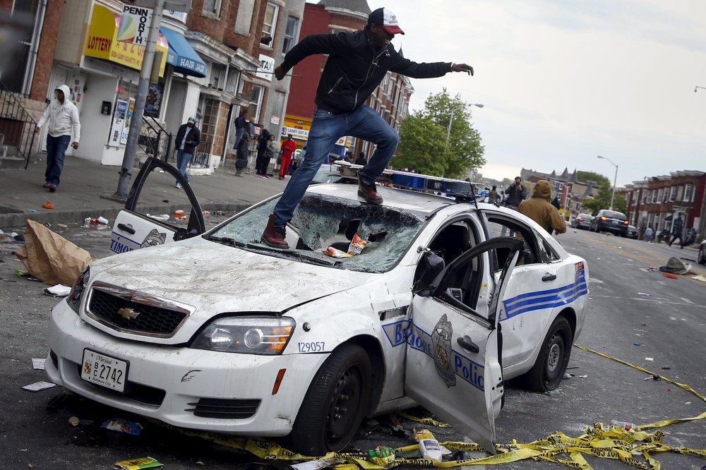 Les actions pacifiques de protestation contre l'arbitraire de la police dans la ville américaine de Baltimore ont dégénéré en pillages massifs et incendies criminels, 27 avril 2015