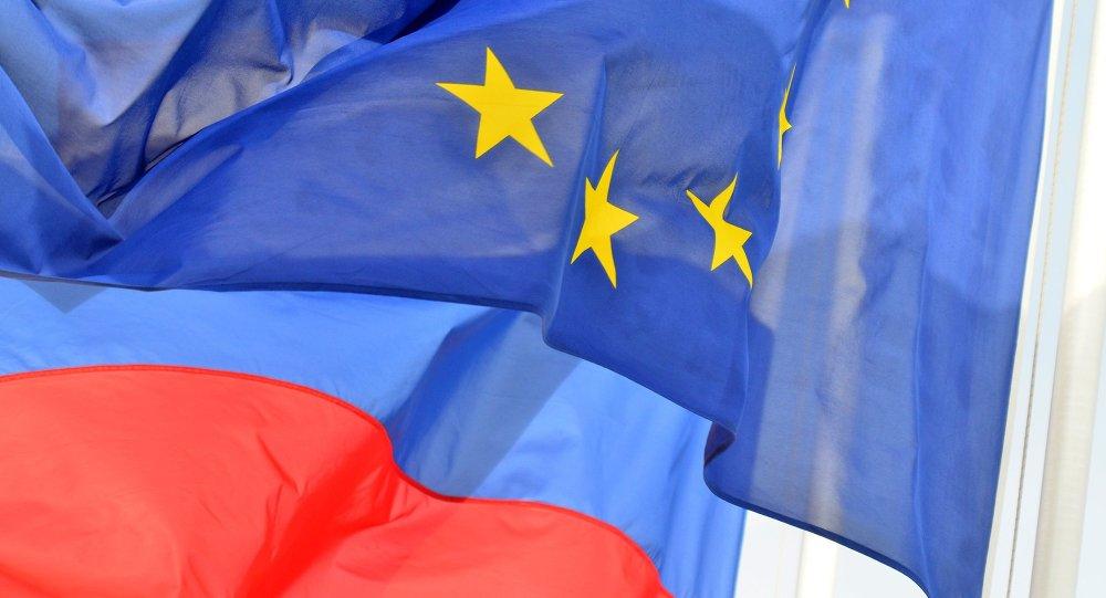 Drapeaux de l'UE et de la Russie