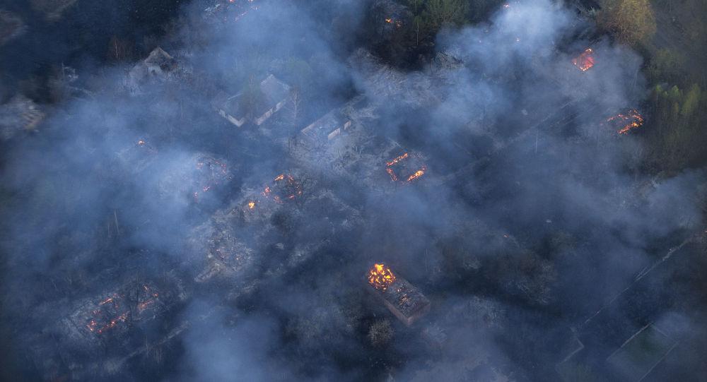 L'incendie de forêt près de Tchernobyl