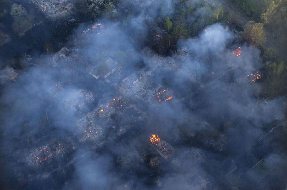 L'incendie de forêt ravage depuis mardi 28 avril plus de 300 hectares non loin de la centrale nucléaire accidentée de Tchernobyl
