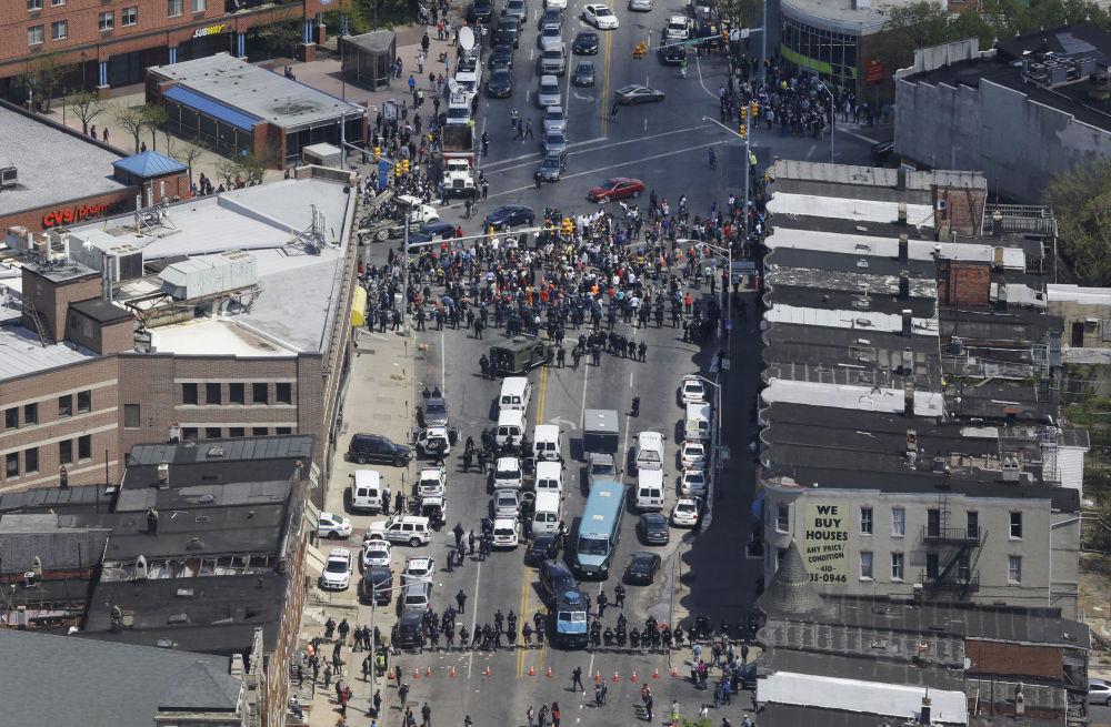 La police face aux protestataires dans la ville américaine de Baltimore, 28 avril 2015