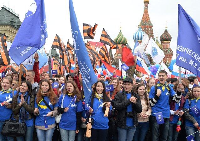 1er mai à Moscou: près de 140.000 participants à la marche traditionnelle des syndicats