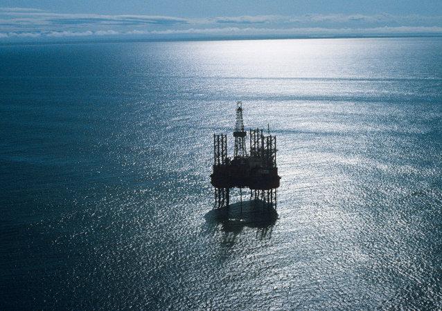 La plate-forme pétrolière Oka. Archive photo