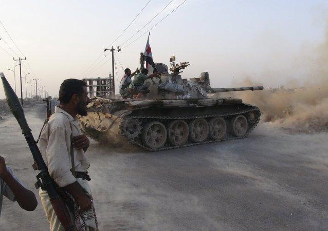 Membres du comité de résistance soutenant le président Abd Rabbo Mansour Hadi à Aden le 23 avril