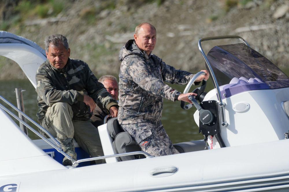 Vladimir Poutine, Sergueï Choïgou et  Dmitri Medvedev
