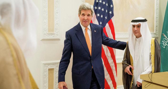 John Kerry (à gauche) et Adel Al-Joubeir