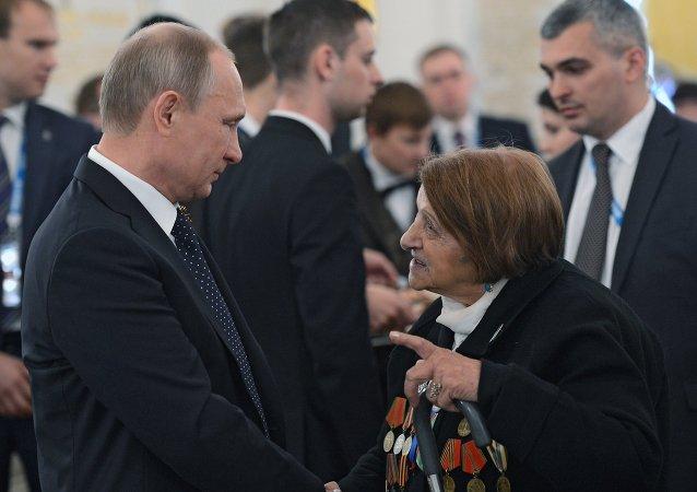 Vladimir Poutine lors de la réception à l'occasion du 70 anniversaire de la Victoire