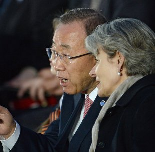 Ban Ki-moon (à gauche) lors d'un concert à l'occasion du 70e anniversaire de la Victoire, Moscou