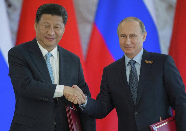 Les présidents chinois et russe, Xi Jinping et Vladimir Poutine