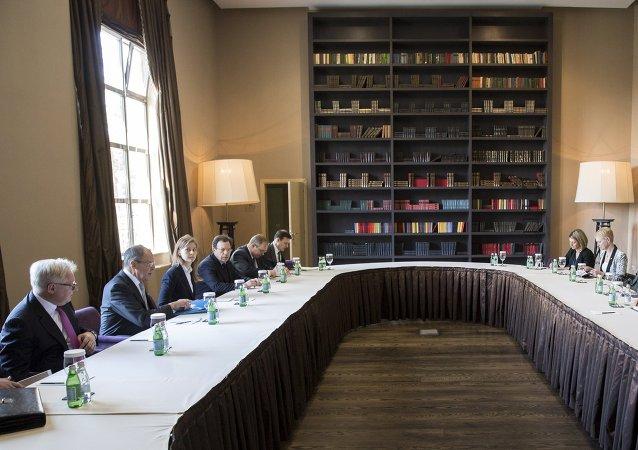 Rencontre à Sotchi entre les chefs de diplomatie russe et américain