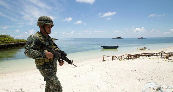 Soldat philippin dans une île des Spratleys