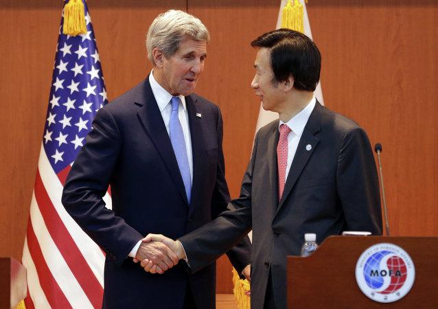 John Kerry et Yun Byung