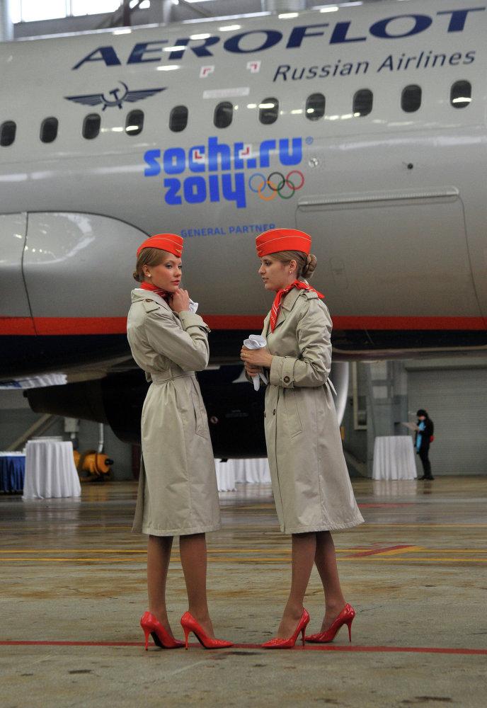 La compagnie russe Aeroflot présente un avion orné de logos des Jeux olympiques de Sotchi