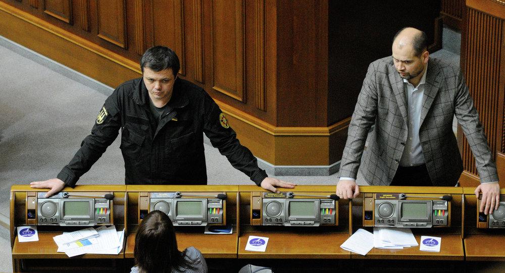 Semion Sementchenko (à  gauche) lors d'une séance de la Rada