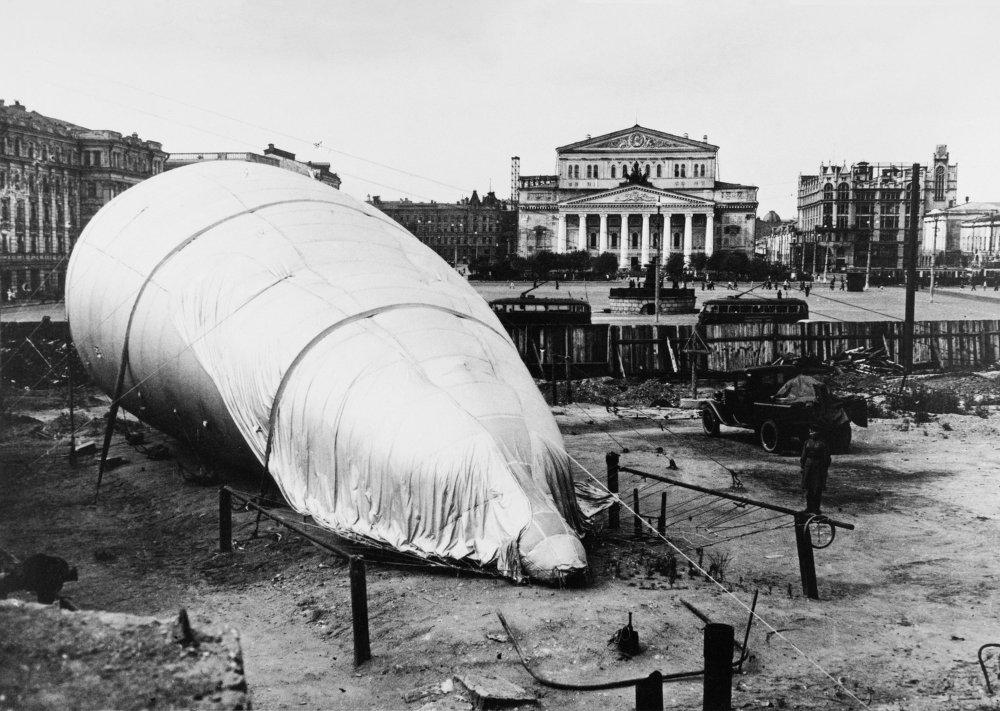 La place devant le Bolchoï, 1941