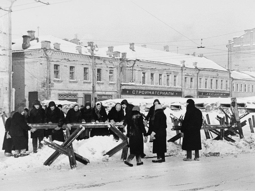 Les Moscovites érigent des fortifications , 1941