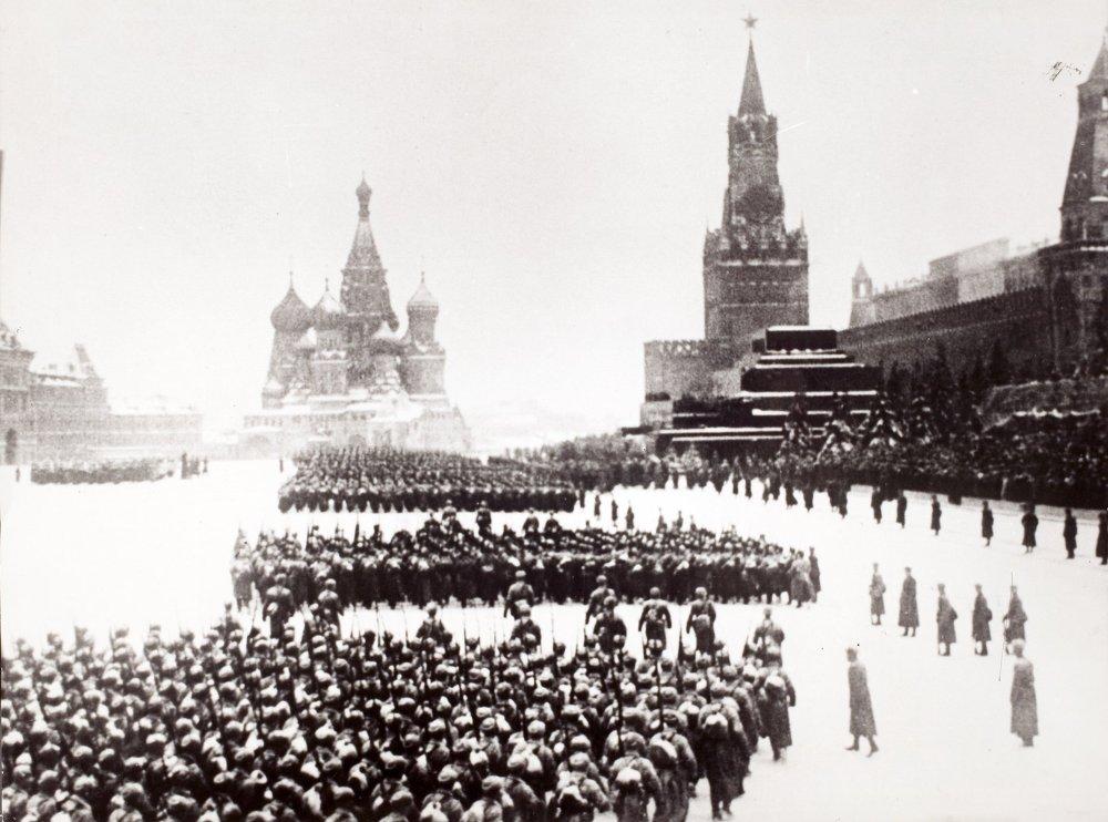 Le Défilé militaire sur la Place Rouge, 7 novembre 1941