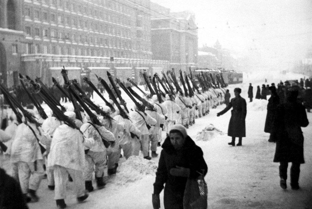 Les soldats partent au front, décembre 1941