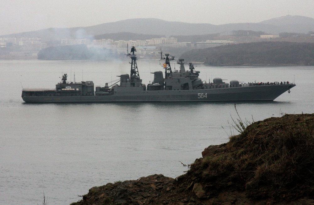 Le grand bâtiment anti-sous-marin Admiral Tribiouts dans le détroit du Bosphore