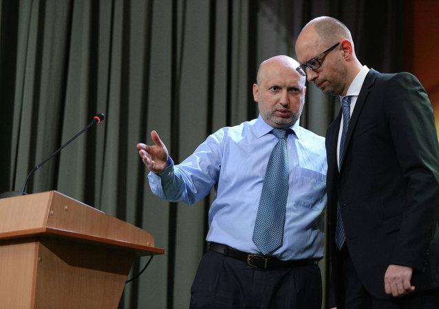 Alexandre Tourtchinov (à gauche) et Arseni Iatseniouk