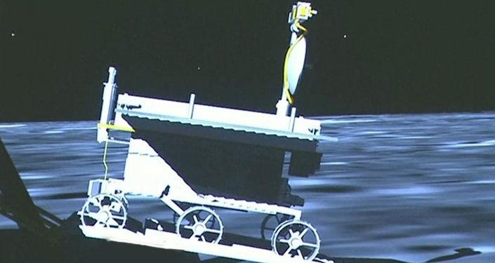 Le Lapin de jade effectue ses premiers pas sur la Lune