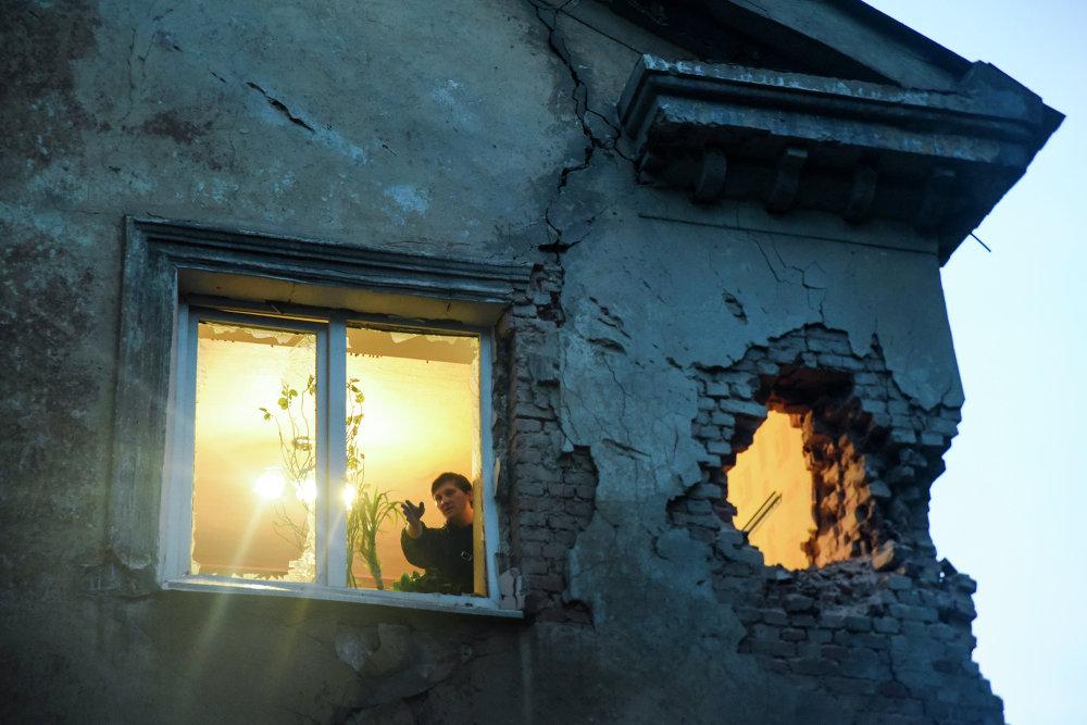 Un immeuble de Donetsk touché suite aux bombardements