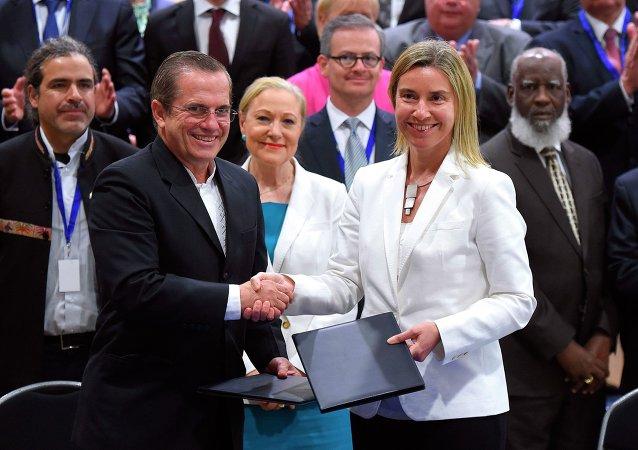 Federica Mogherini et Ricardo Patino (ministre des Relations extérieures de l'Équateur), Sommet UE-CELAC