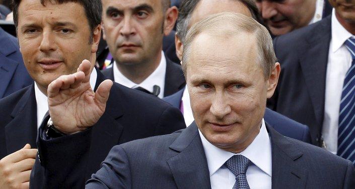 Vladimir Poutine (à droite) à Milan