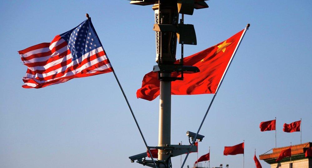 Le drapeau américain et le drapeau chinois