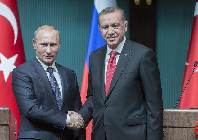 Vladimir Poutine (à gauche) et Recep Tayyip Erdogan