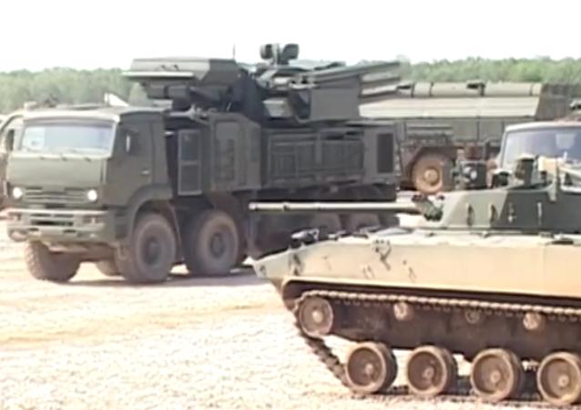 Armée-2015: matériel russe montré la veille du forum