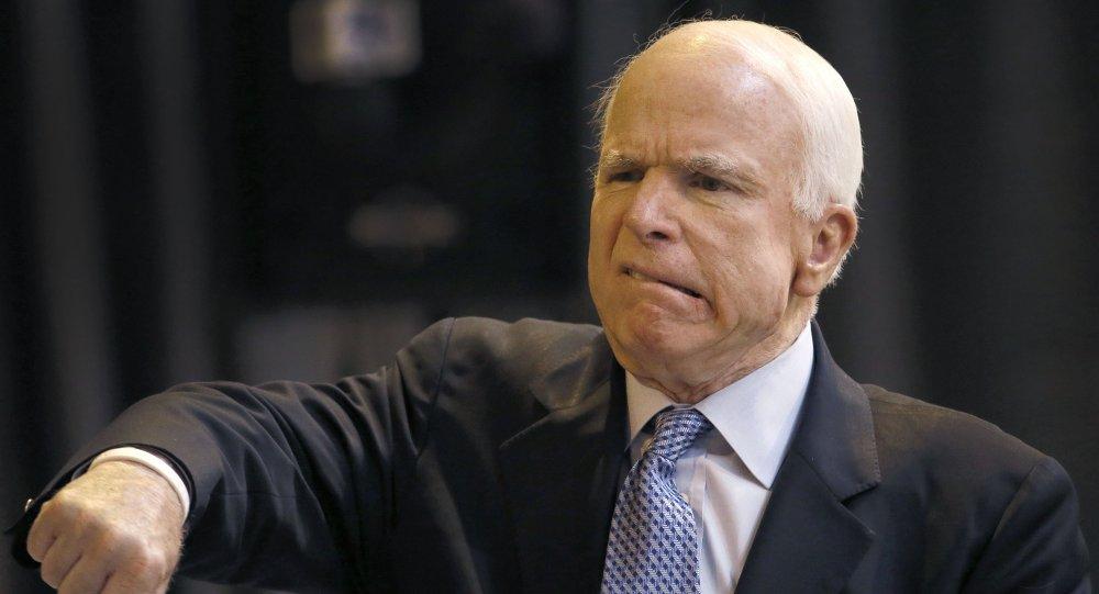 Le sénateur de l'Arizona John McCain