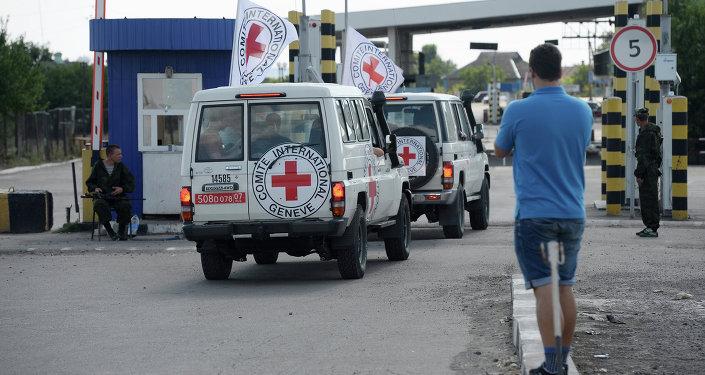 Convoi d'aide humanitaire envoyé par la Croix-Rouge