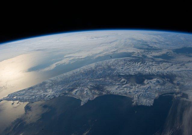 Lever du soleil sur l'océan Arctique