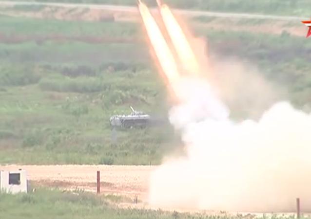 Tir d'un lance-roquettes multiple russe Solntsepek