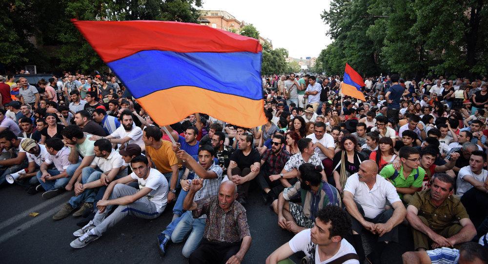"""Résultat de recherche d'images pour """"Erevan revolution images"""""""