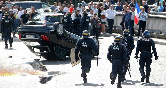 Les désordres lors des manifestations contre le service UberPop, juin 2015, France